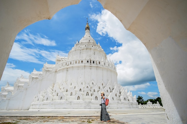 Young woman traveling with bag visit hsinbyume pagoda (mya thein dan) or called white taj mahal of irrawaddy river, located in mingun, sagaing region near mandalay, Premium Photo