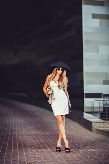 Young woman walking with yorkshire terrier Premium Photo