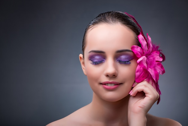 Young woman with flower decoration Premium Photo