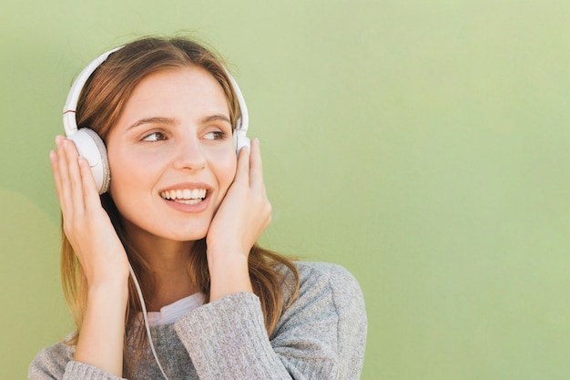 Young woman with headphone on her head listening music Free Photo