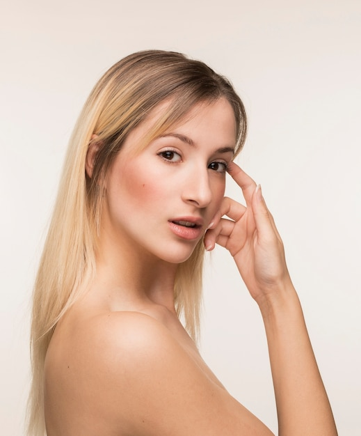 Young woman with her hand on the face Free Photo