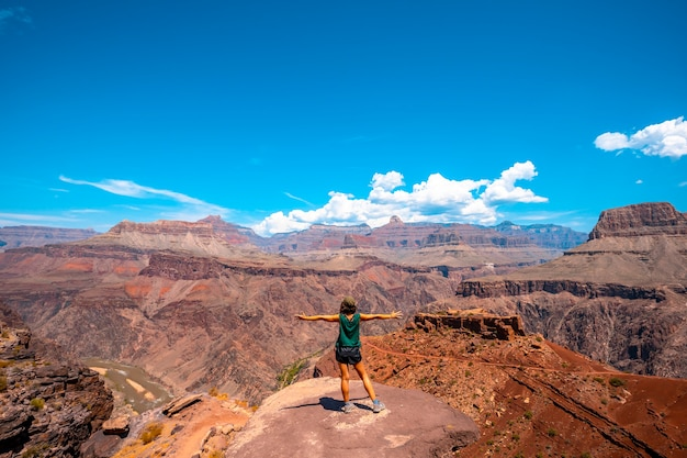 A young woman with open arms on a viewpoint of the south kaibab trailhead trekking. grand canyon Premium Photo