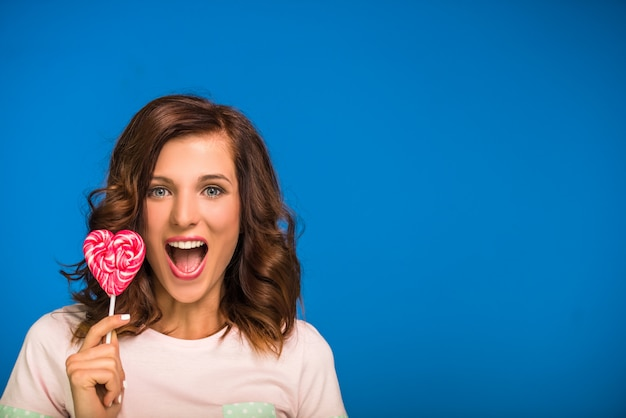 Young woman with pink lollipop Premium Photo