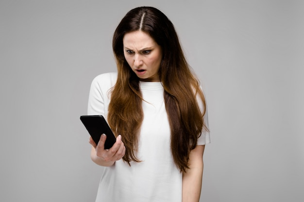 Young woman with telephone Premium Photo
