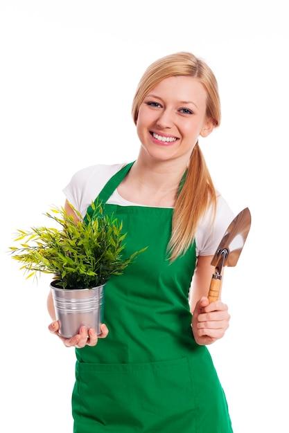 Giovane donna con le loro colture da giardino Foto Gratuite