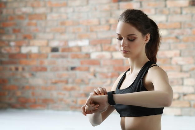若い女性のトレーニング 無料写真