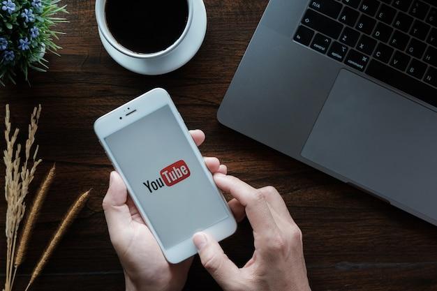 Youtube app on the screen. Premium Photo