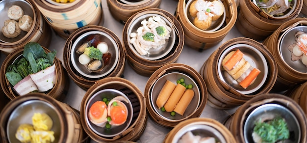 Yumcha、竹蒸しの点心、中華料理 Premium写真