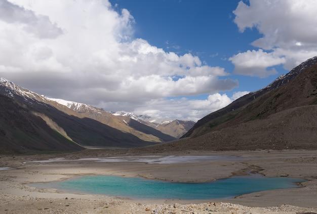 Zanskar landscape view with himalaya mountains in jammu & kashmir, india Premium Photo