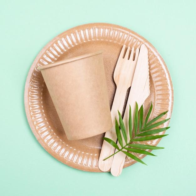 Безотходная биоразлагаемая посуда, вид сверху Premium Фотографии