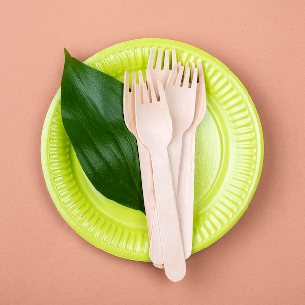 Zero waste green biodegradable tableware Free Photo
