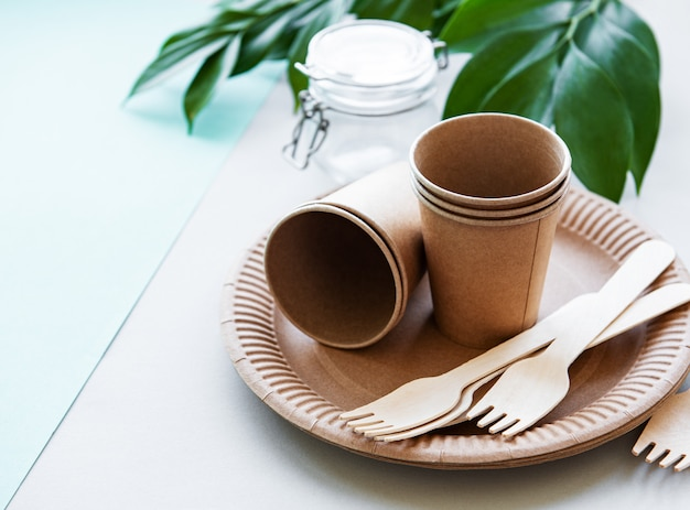 Zero waste , paper tableware Premium Photo