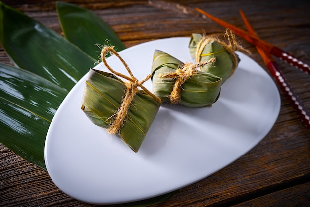Zongzi glutinous sticky rice dumplings recipe Premium Photo