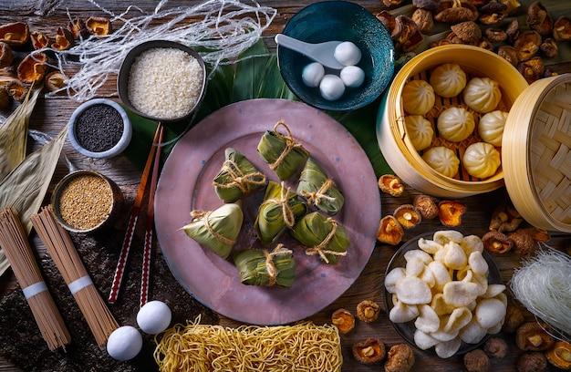 Zongzi rice dumplings pork buns shiitake noodles Premium Photo
