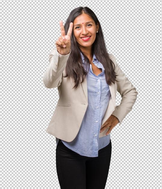 若いビジネスインド人女性示す数2、数えるの象徴、数学の概念、自信と陽気 Premium Psd
