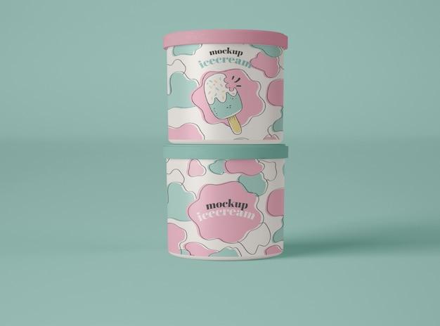2つのアイスクリームカップのモックアップ Premium Psd