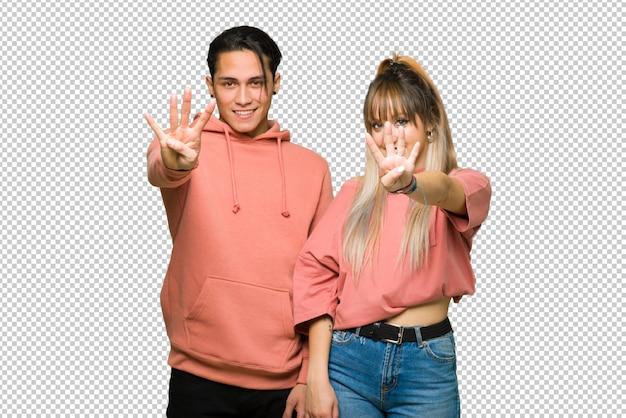 バレンタインの日に若いカップル幸せと4本の指で数える Premium Psd