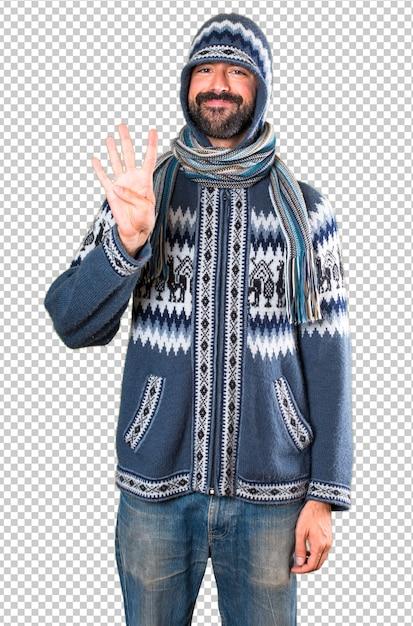 4を数える冬服を持つ男 Premium Psd