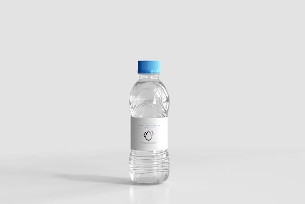 Мокап бутылки с пресной водой на 500 мл Бесплатные Psd