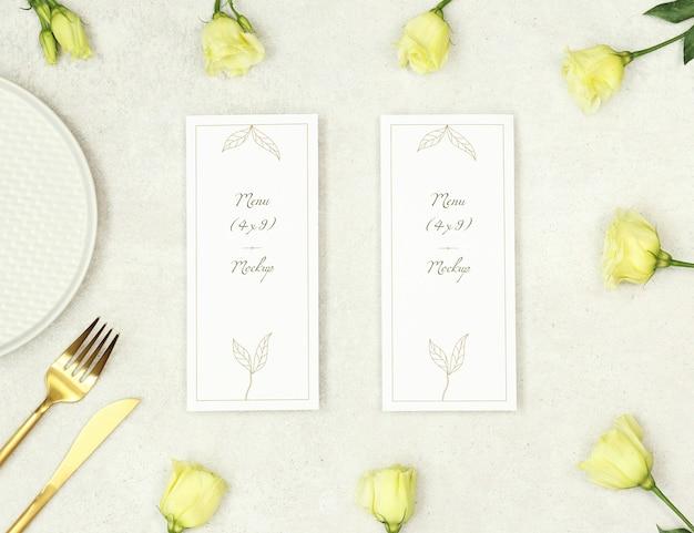 花と金のカトラリーモックアップ結婚式のメニュー Premium Psd