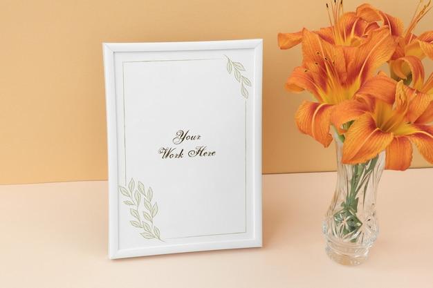 オレンジ色の花束のモックアップフォトフレーム Premium Psd