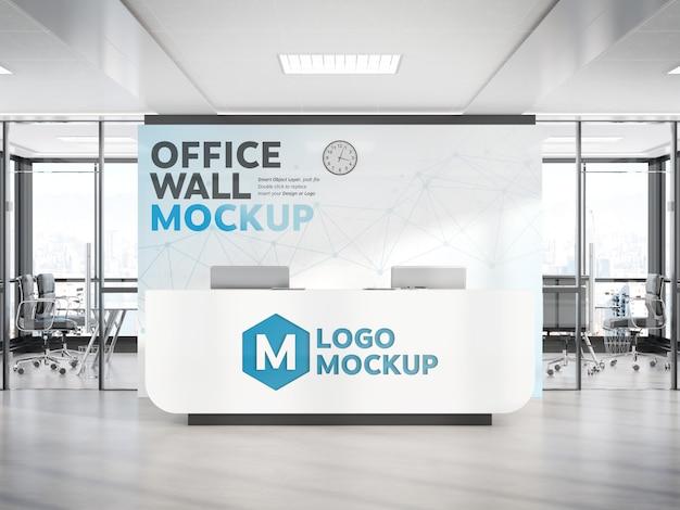 大きな壁のモックアップを備えた近代的なオフィスの受付 Premium Psd