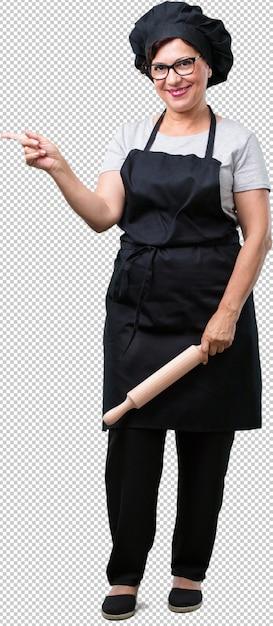 フルボディ中年ベイカー女性、横向き、驚きの何か、自然でカジュアルな提示 Premium Psd