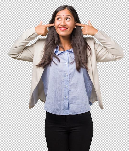 若いビジネスインド人女性の手で耳を覆っている、怒っているといくつかの音を聞くのはうんざり Premium Psd