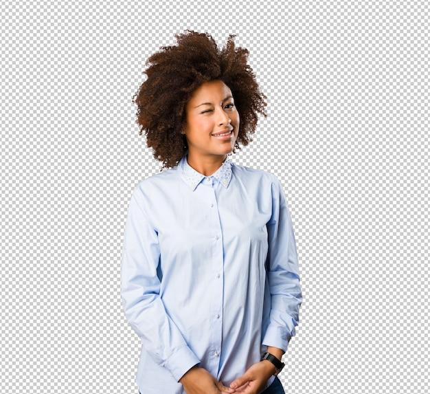 Молодая черная женщина стоя Premium Psd