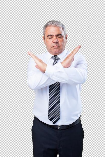 腕でクロスをしている中年の男性 Premium Psd