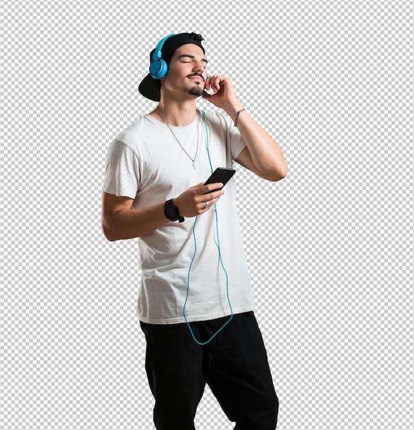 Молодой рэпер расслабился и сосредоточился, слушая музыку со своего мобильного телефона, чувствуя ритм и открывая новых артистов, с закрытыми глазами Premium Psd
