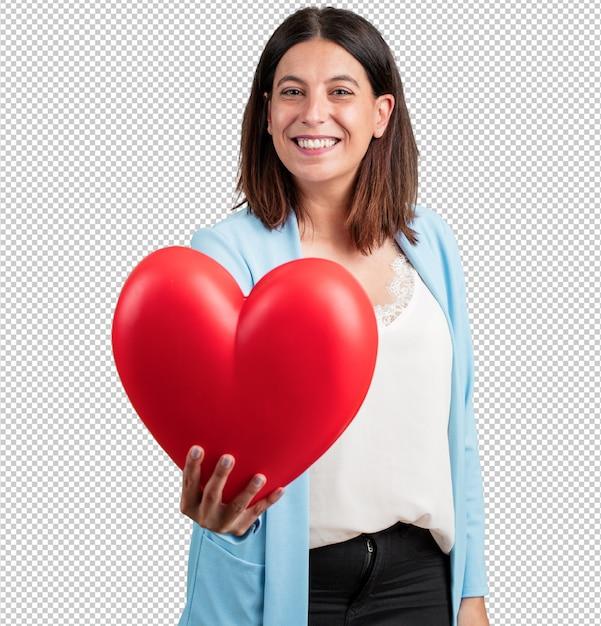 中年の女性、陽気で自信を持って、正面に向かって心臓の形を提供し、愛、交際、友情の概念 Premium Psd