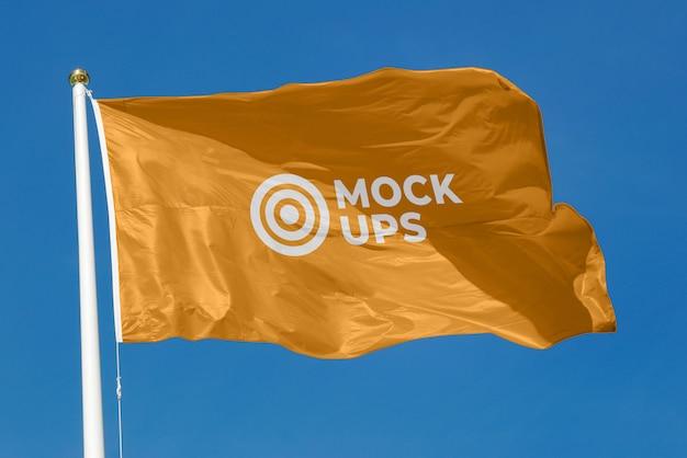 手を振る旗のモックアップ Premium Psd