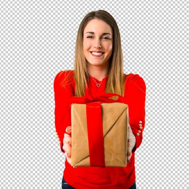 贈り物を持って幸せな若いブロンドの女性 Premium Psd