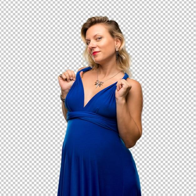 自信を持って自己満足している青いドレスと妊娠中のブロンドの女性 Premium Psd