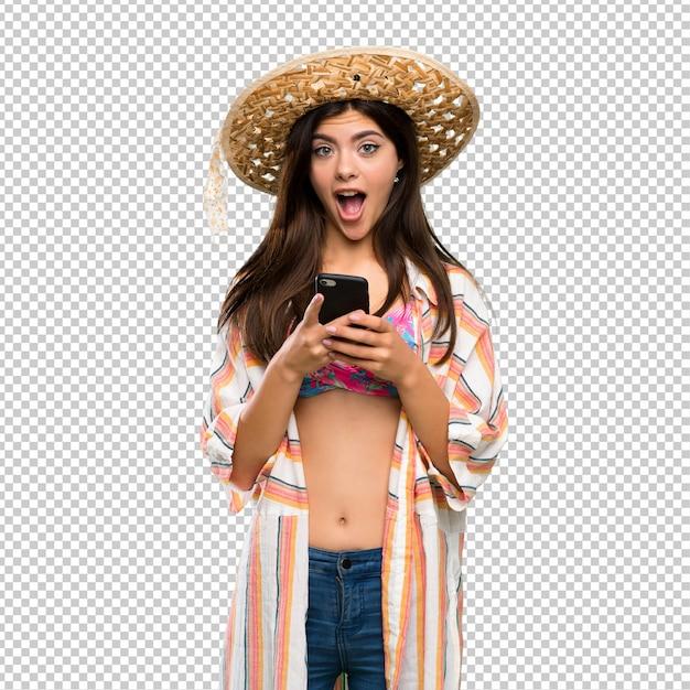 Девушка-подросток на летних каникулах удивляется и отправляет сообщение Premium Psd