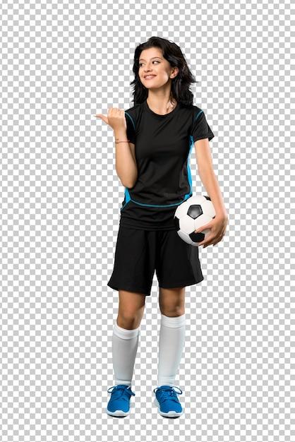 商品を提示する側を指している若いフットボール選手の女性の全身ショット Premium Psd