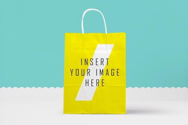 黄色の紙袋をモックアップ 無料 Psd