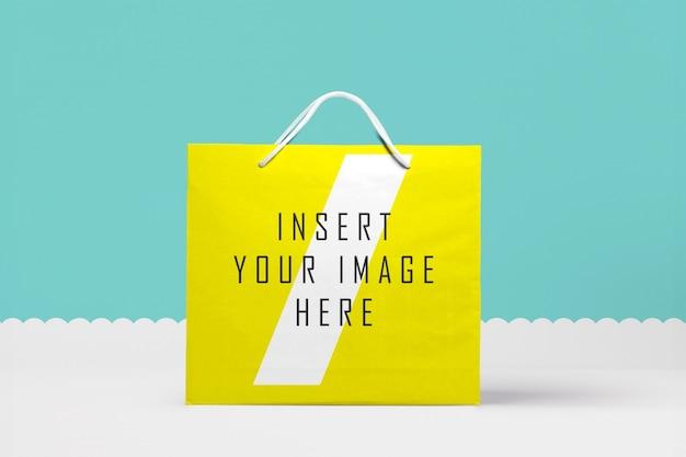大きな紙袋をモックアップ 無料 Psd