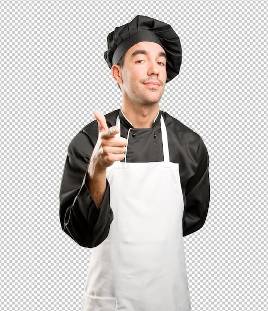 Уверенный молодой шеф-повар, указывающий Premium Psd