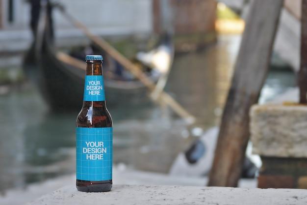 Поездка на гондоле пивная бутылка макет Premium Psd