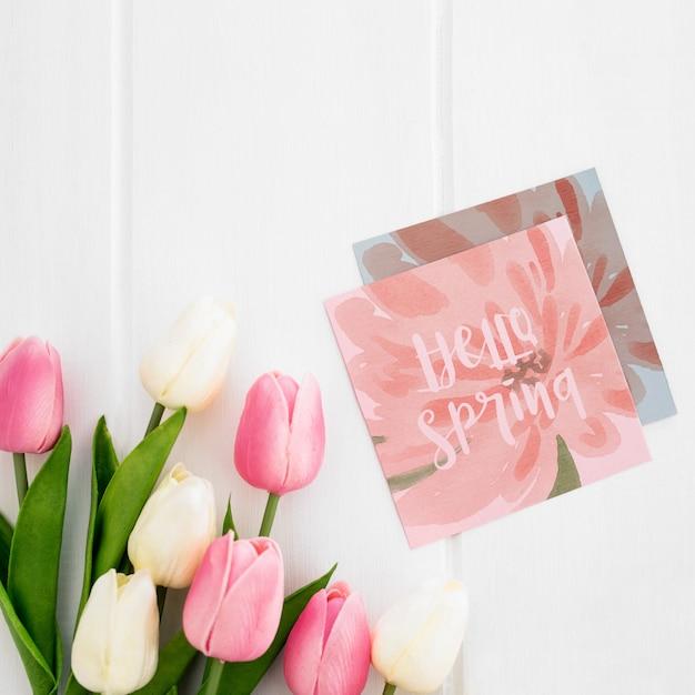 正方形の紙の自然春概念モックアップにかわいいメッセージ 無料 Psd