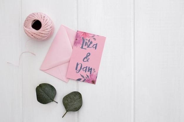 花の結婚式の招待状のモックアップ水彩画 無料 Psd