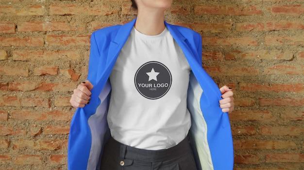 Макет футболки для логотипа с жакетом (редактируемый цвет) Premium Psd