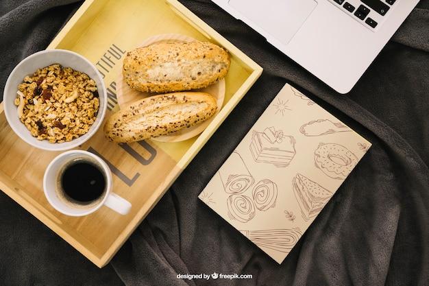 ボード上の朝食付きブックカバー構成 無料 Psd