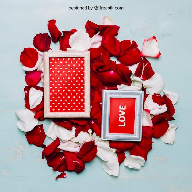 フレームと花びらのバレンタインモックアップ 無料 Psd