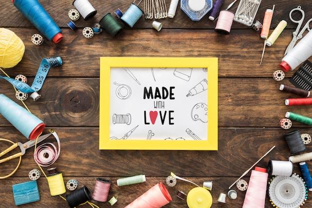 縫製コンセプトのフレームモックアップ 無料 Psd