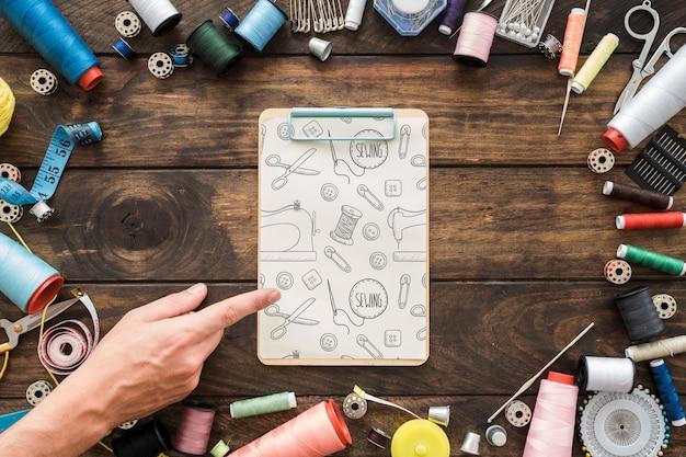 縫製コンセプトのクリップボードモックアップ 無料 Psd