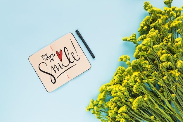 Макет ноутбука с цветочным декором для свадьбы или цитаты Бесплатные Psd