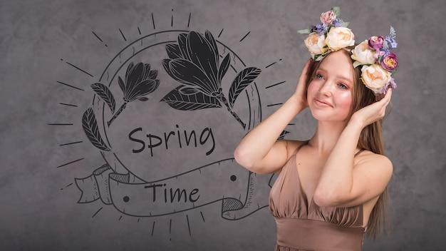 スタイリッシュな女性と春のモックアップ 無料 Psd